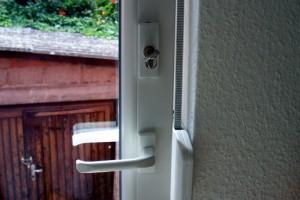 sanierung 1 2 familienhaus balkont r balkont r mit pz schloss kabadayi fenster t ren und. Black Bedroom Furniture Sets. Home Design Ideas
